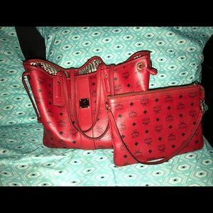 Mcm Red Reversible Liz Shopper in Visetos